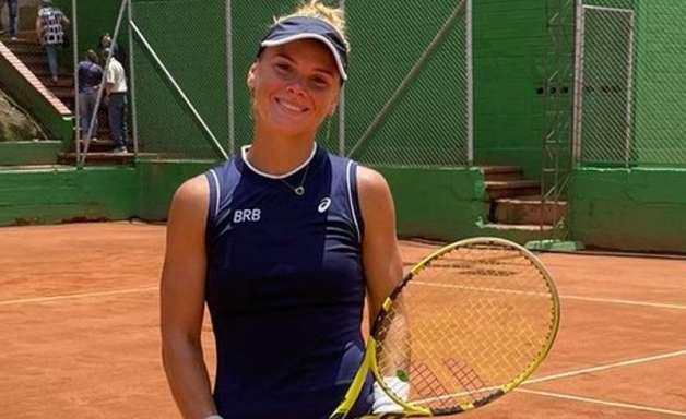 Laura Pigossi estreia com vitória em Lima