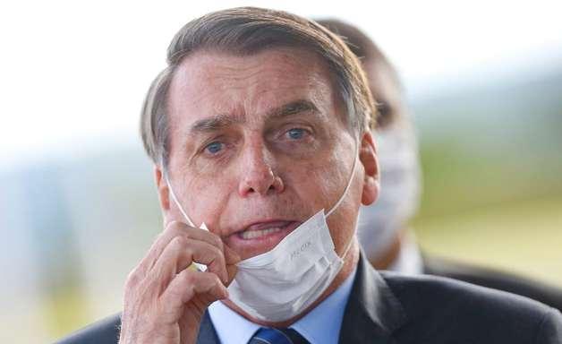 Bolsonaro volta a adotar retórica contra vacina e usa informação incorreta