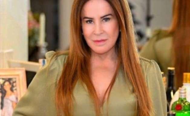 Zilu Godoi reage contra críticas após selinho em amiga