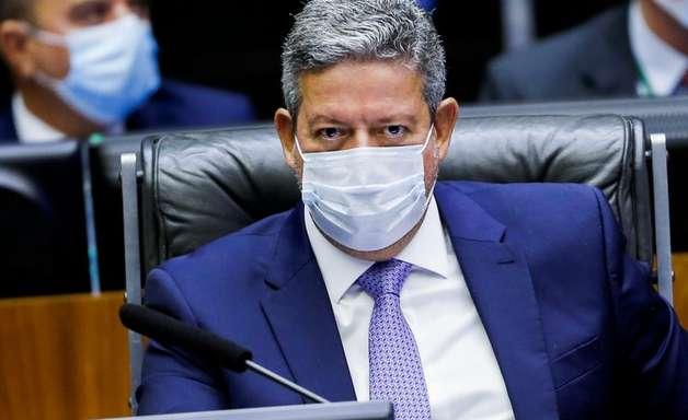 Lira diz que alternativa do governo para auxílio leva em conta demora do Senado em votar IR