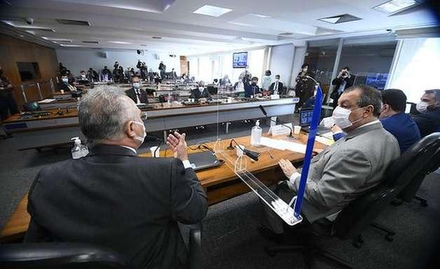 As 9 acusações contra Bolsonaro no relatório da CPI - e a manobra governista para tentar blindá-lo