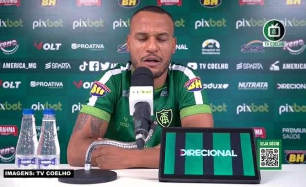 """AMÉRICA-MG: Patric não acredita em grandes mudanças no setor defensivo com a chegada de Marquinhos Santos, mas avalia: """"Peças sempre podem ser mudadas"""""""