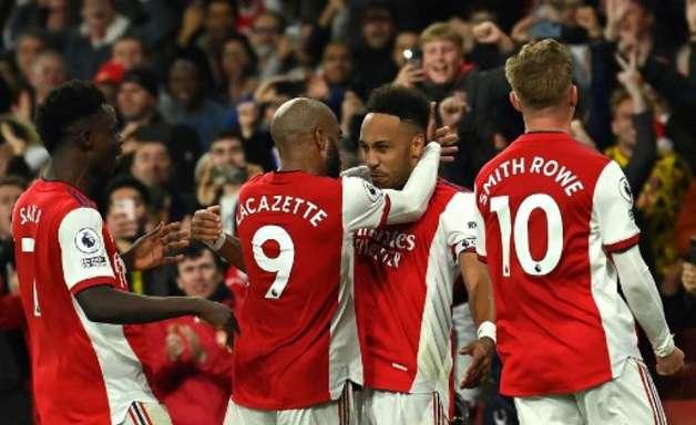Arsenal vence o Aston Villa no Inglês e entra no top 10
