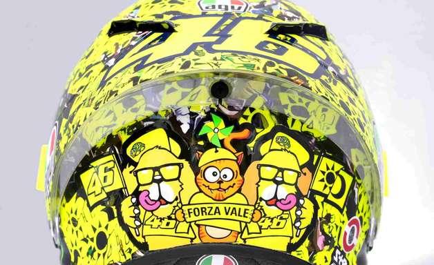 Rossi homenageia fãs com capacete especial na última corrida pela MotoGP na Itália