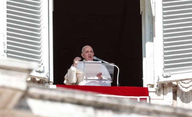 Papa cobra acolhimento de refugiados do Mediterrâneo