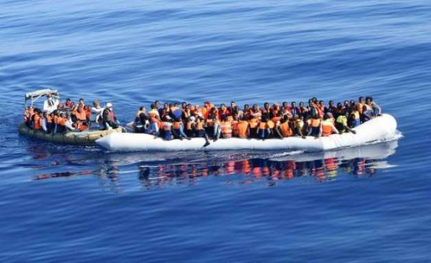 Itália socorre 68 migrantes à deriva no Mediterrâneo