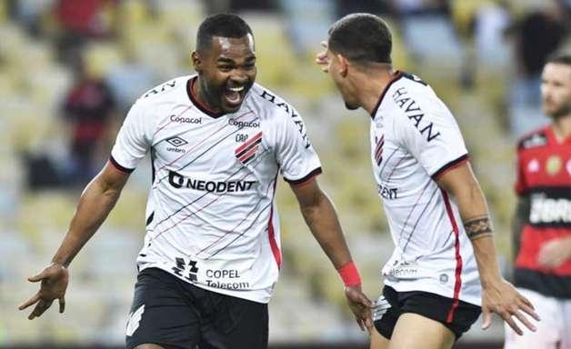 Athletico-PR atropela o Flamengo e faz Maracanã pedir Jesus