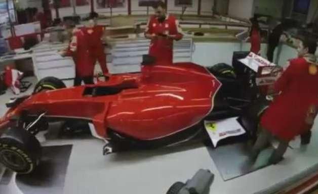 Veja como foi feita a aplicação dos adesivos na nova Ferrari
