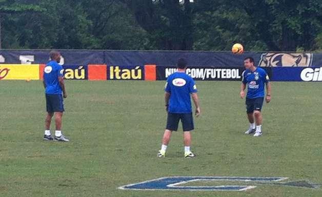 Dunga mostra habilidade em treino da Seleção Brasileira