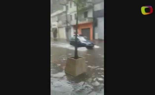 Temporal causa alagamento no centro de São Paulo