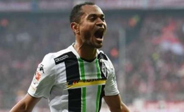 Atacante brasileiro marca dois e derruba Bayern de Munique