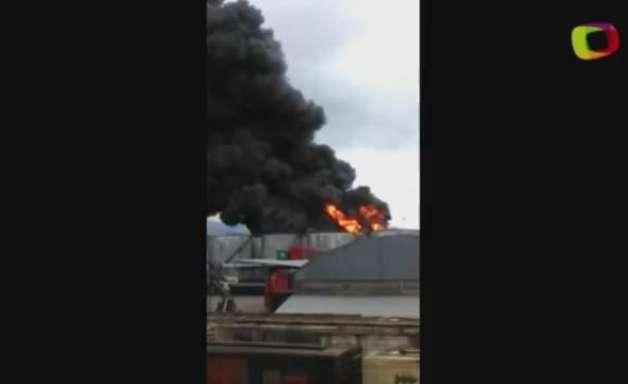 Bombeiros ainda tentam conter fogo em tanques de Santos