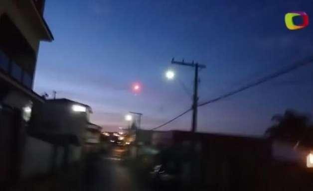 """Leitor filma """"bolas de fogo"""" no céu de Campo Belo, em MG"""