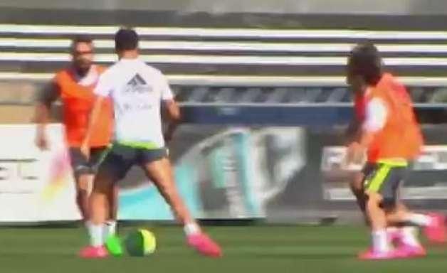 Botou para dançar! CR7 dribla marcadores em treino do Real