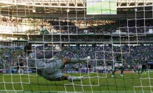 Victor defende pênalti e Palmeiras fica no empate com o Galo. Assista!