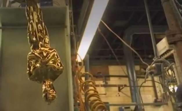 Fabricar estatuetas do Oscar é produção digna de premiação