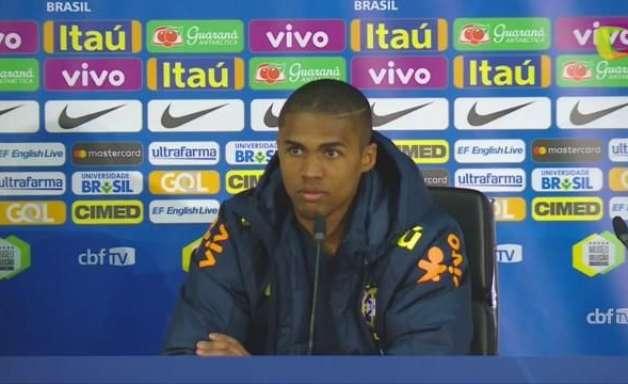 Substituir Neymar é tarefa muito difícil, diz Douglas Costa