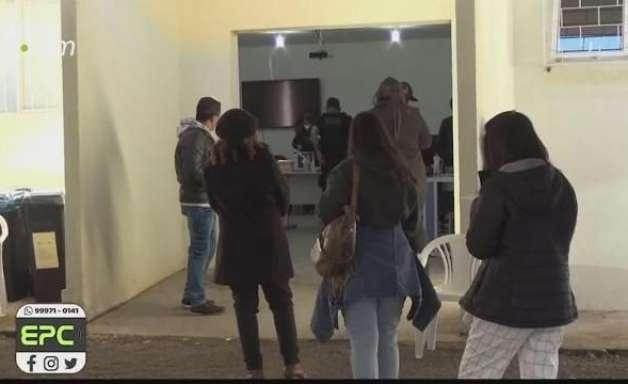Após duas semanas, Foz do Iguaçu retoma vacinação contra a Covid-19