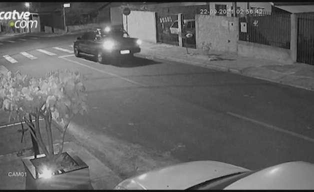 Câmera registra caminhonete furtada em Cascavel