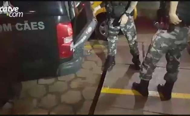 Três homens são detidos pela PM pelo crime de Tráfico de drogas no Santa Cruz