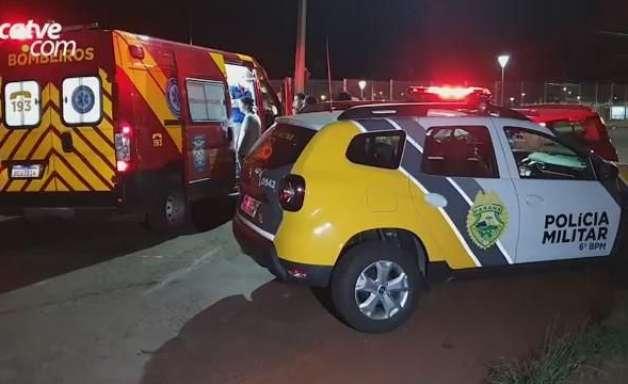 Carros batem de frente e jovem de 21 anos fica ferida, no Jardim Colonial
