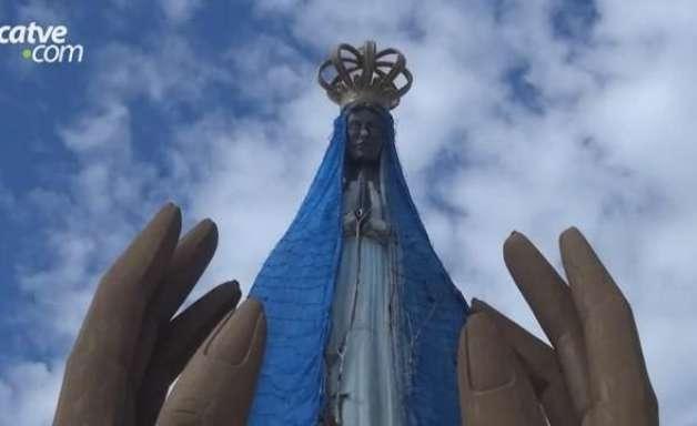 Escultura de Nossa Senhora Aparecida em frente a Catedral completa 27 anos