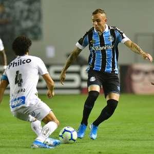 Grêmio arrasa o Santos na Vila Belmiro e se aproxima do G-4