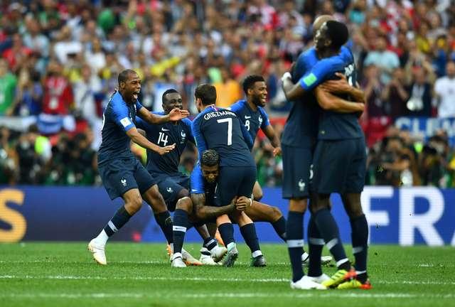 fc-21-reuters-dylan-martinez-franceses COPA DO MUNDO: FRANÇA É A DONA DO PLANETA BOLA Esportes
