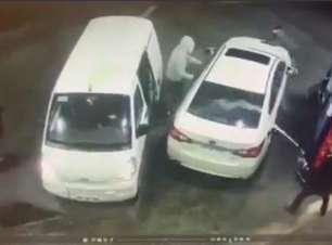 Homem joga gasolina em assaltante para evitar roubo de carro