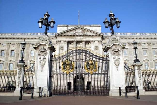 Visitar o palácio de Buckingham é uma das indicações do jogador