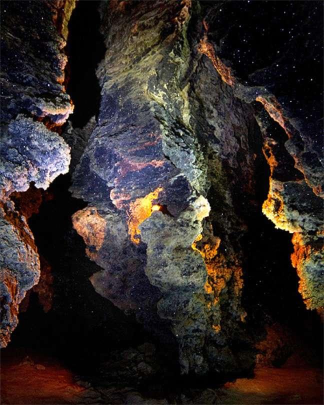 O fotógrafo conta que além da câmera levou apenas uma pequena bolsa com suprimentos para a caverna Mlynki