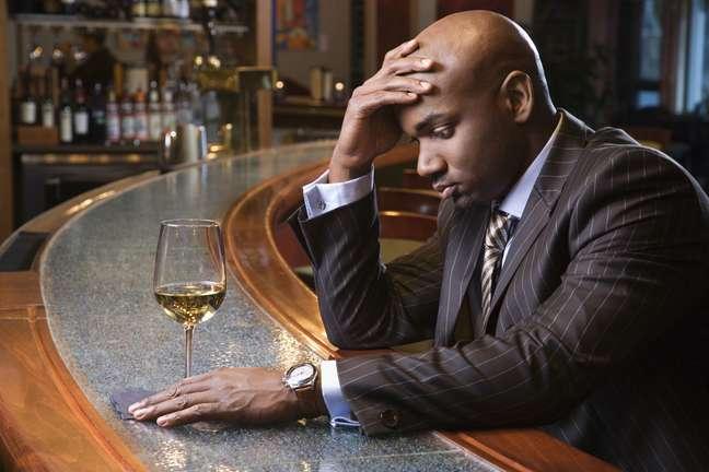 Pesquisa norte americana mostra que beber não apenas não ajuda a superar momentos dificíeis como pode piorar a situação