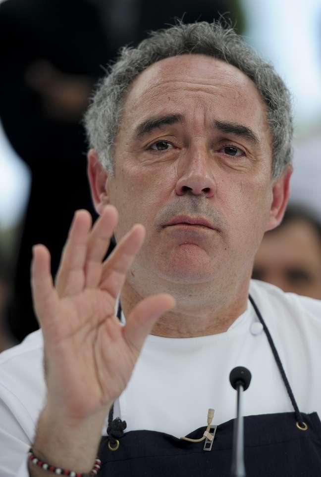 O chef espanhol Ferran Adrià aderiu à ação e criou um prato simples, composto por ovos e aspargos