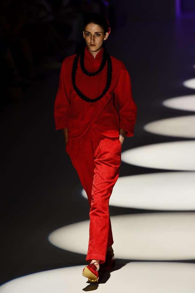 Estilistas do SPFE apostaram na feminilidade e sensualidade do vermelho e preto para coleção de inverno