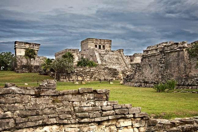 Ruínas da antiga cidade maia de Tulum, localizada a 132 km de distância de Cancún