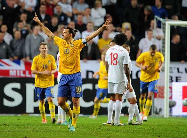 Ibrahimovic fez todos os quatro gols da Suécia no jogo