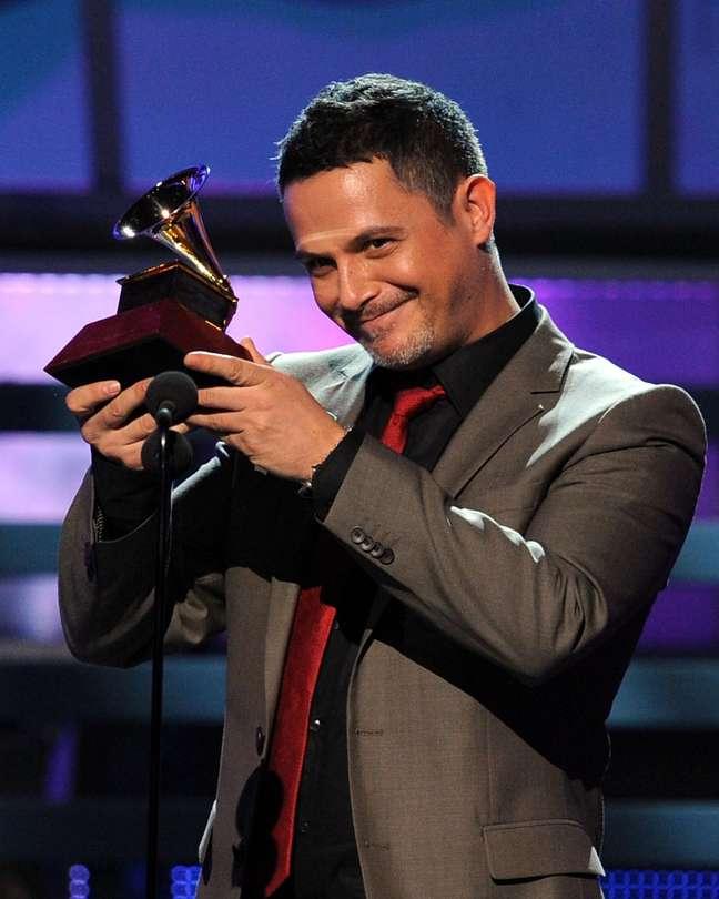 Seu imenso talento o levou a ganhar grandes reconhecimentos na indústria musical, entre eles 15 prêmios Grammy e 3 Latin Grammy
