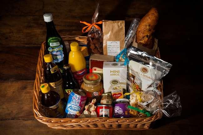 Alex Atala e mais nove chefs se reuniram para montar uma cesta de Natal diferente e com produtos regionais do Brasil