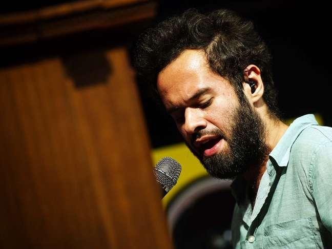 Marcelo Jeneci e parceiros participaram de uma edição especial do Terra Live Music nesta quinta-feira (13)