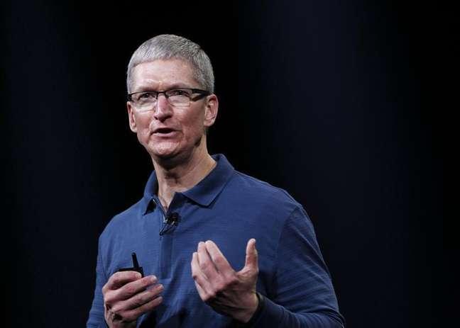 <p>No lugar de Jobs, Tim Cook, novo CEO da Apple, ainda não lançou um produto revolucionário na companhia</p>