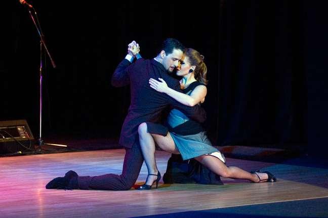 A capital argentina reúne as melhores casas de tango do país. Até aí, nenhuma novidade. O difícil mesmo é escolher uma, já que as apresentações são de encher os olhos e não é preciso saber dançar para apreciá-las. Além disso, em todos os lugares é possível assitir ao espetáculo saboreando uma bela comida argentina. Confira, a seguir, as tanguerias mais tradicionais de Buenos Aires