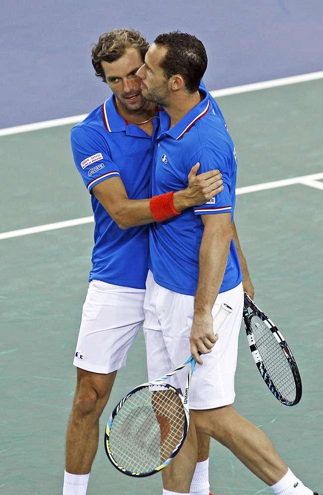 Benneteau (à esq.) e Llodra venceram partida de duplas e definiram a classificação da França