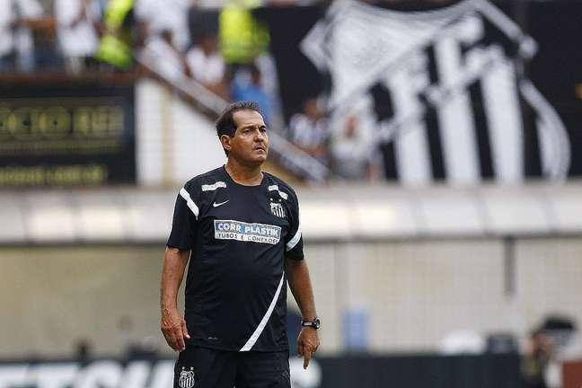 <p>Muricy Ramalho ir&aacute; promover novato ao time do Santos</p>
