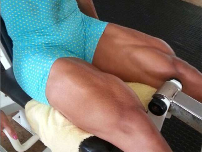 Gracyanne mostrou também os exercícios que faz para ficar com as coxas musculosas