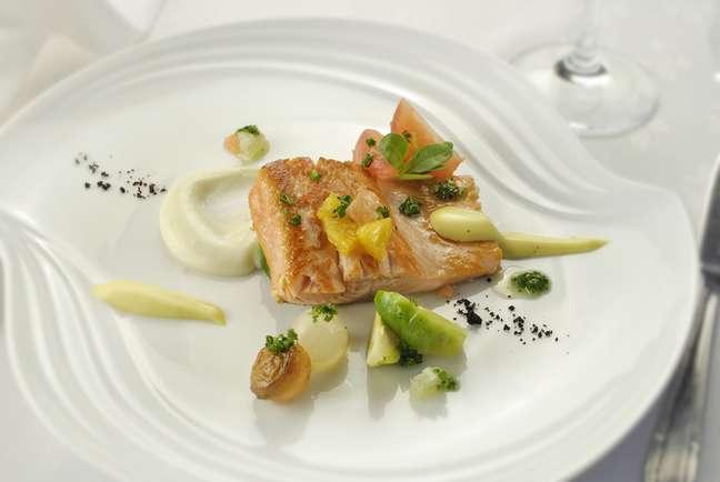 Quem disse que a boa comida de Buenos Aires se resume aos famosos bifes de chorizo? O restaurante Oviedo, especializado em comida espanhola, traz muito peixe e frutos do mar no cardápio, como este filé de truta salmonada
