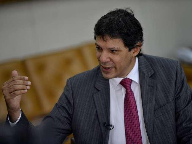 O prefeito Fernando Haddad concede entrevista sobre projetos de moradias e transporte público