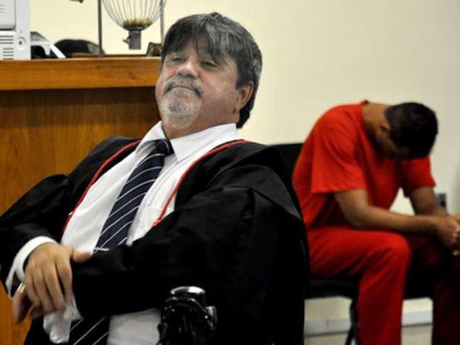 <p>O advogado Luiz Adolfo, da defesa de Bruno, durante a sessão de segunda-feira, primeiro dia do julgamento.</p>