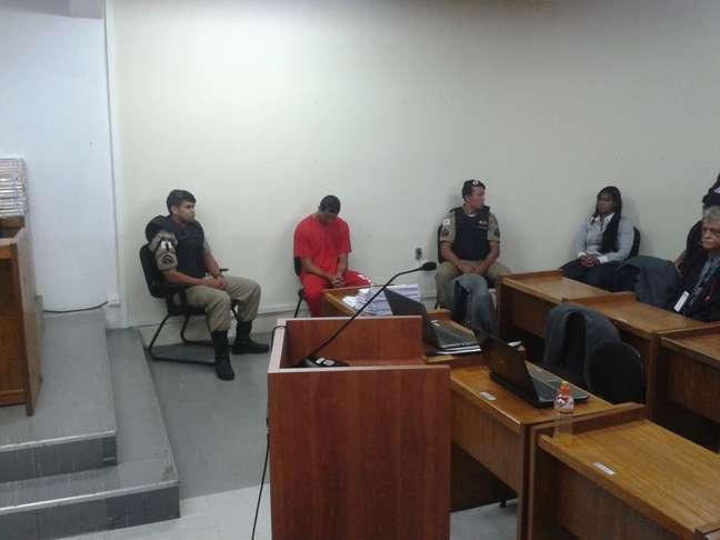 <p>O goleiro Bruno Fernandes e a ex-mulher dele, Dayanne do Carmo, durante julgamento em Minas</p>