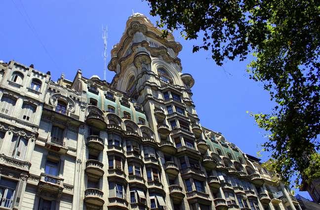 O edifício foi projetado pelo arquiteto italiano Mario Palanti e inaugurado em 1923