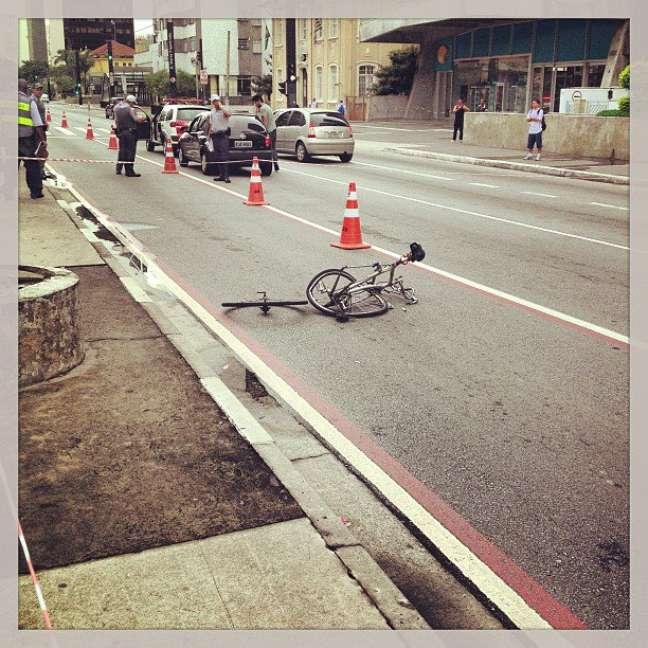 Bicicleta foi encontrada na ciclofaixa, segundo a CET